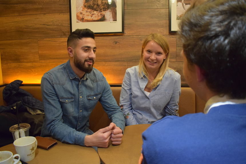 Ahmed und Agneta im Gespräch mit ILMA-Autor Joschka.